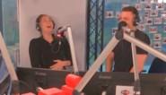 """Marie en Viktor Verhulst krijgen telefoon van papa Gert tijdens live radiodebuut: """"Veel Studio 100 draaien, dan is erfenis safe"""""""