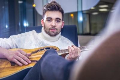 """'Thuis'-acteur Mathias Vergels lanceert Nederlandstalig debuutalbum: """"Gooi ik hou van u in je liedje en het is naar de kloten"""""""