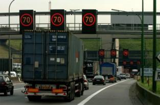 Uur aanschuiven richting Antwerpen door ongeval in Kennedytunnel