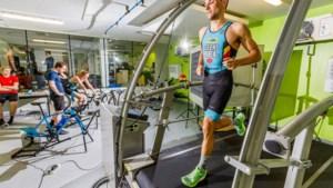 Zwemmen, fietsen, lopen, zweten en braken: Belgische triatleten bereiden zich in hittekamer voor op warmste Spelen ooit