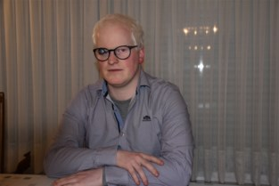 """Lennerd (29) is binnenkort mogelijk de eerste slechtziende bestuurder van het land: """"Ik wil af van het openbaar vervoer"""