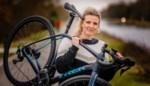 Els (40) fietst 1.000 kilometer voor haar overleden ouders: