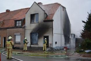Gezin verliest hebben en houden bij woningbrand
