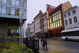 """Prachtige art-decogevel schijnt weer als lichtbaken in bekende straat: """"Zo mooi dat we dit gebouw voor onszelf houden"""""""