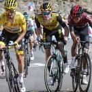 Steven Kruijswijk (m.) in actie tijdens de laatste editie van de Tour de France.