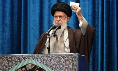 """Iraanse leider haalt uit naar Trump, VS en Europese landen tijdens eerste vrijdaggebed in 8 jaar: """"Toont hoe groot de onrust is bij het regime"""""""