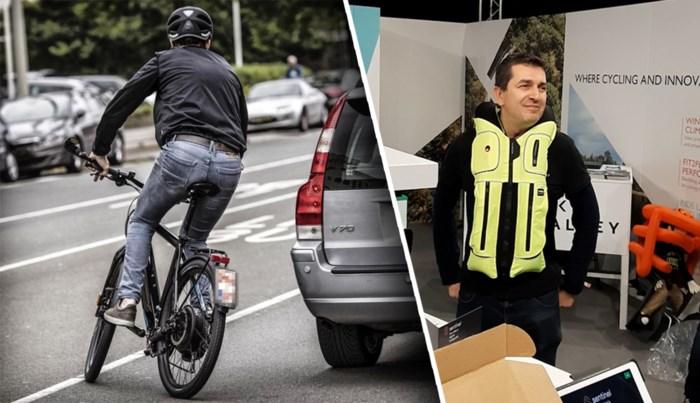 """Vlaams bedrijfje lanceert herbruikbare airbag voor fietsers: """"Nog voor je de grond raakt, is hij opgeblazen"""""""