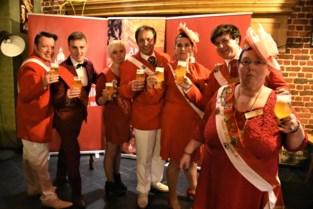 Hofmaarschalken klinken met feestbier Farandole op feestjaar