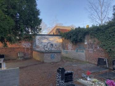 """Poseren met wapens en drugs en volop vandalisme en geweld: jeugdbende terroriseert al maanden rustig dorp: """"Wij hebben schrik om buiten te komen"""""""