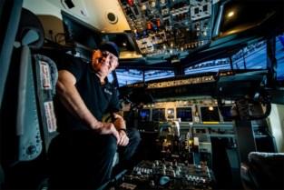 Clement (66) vliegt met nagebouwde Boeing 737 de hele wereld rond… in zijn eigen huis