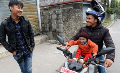 """Kleinste man ter wereld overleden op zijn 27ste: """"Bij zijn geboorte paste hij in mijn handpalm"""""""