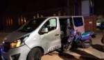 Motorrijder zwaargewond na botsing tegen bestelwagen