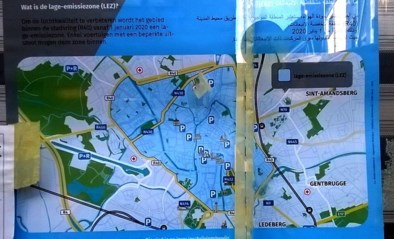 Vlaams Belang dient klacht in tegen anderstalige LEZ-affiches