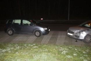 Twee wagens zwaarbeschadigd na zware klap
