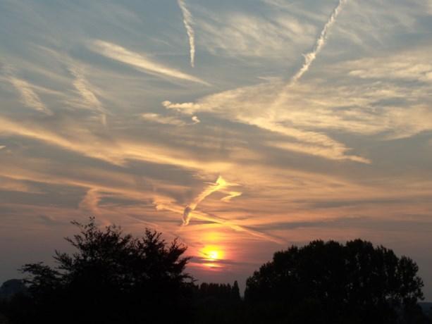 Zaterdag wolken en opklaringen, zondag komt de zon erdoor. Maar ook: sneeuw