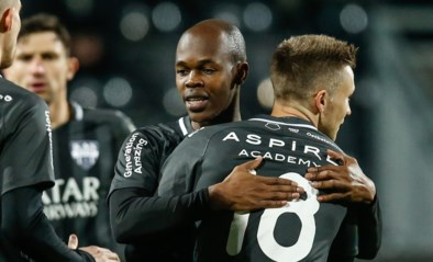 Blunder Nicolas Penneteau kost Charleroi twee punten: Knowledge Musona scoort meteen bij debuut voor Eupen