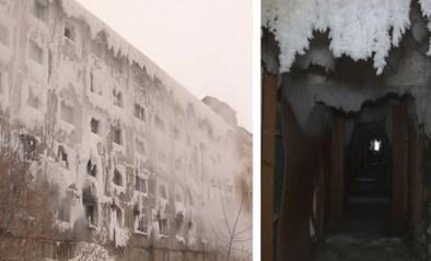 Surreëel: dit appartementsblok is volledig bevroren, maar er wonen nog mensen in