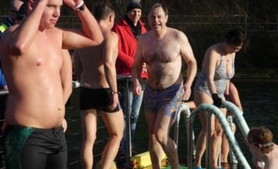 Bart De Wever en 500 andere ijsberen springen in ijskoude zwemvijver