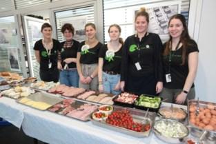 45 vrijwilligers bezorgen 700 wijkbewoners Nieuw Gent een stevig nieuwjaarsontbijt