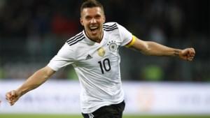 """Lukas Podolski wil terug naar jeugdliefde FC Köln, maar daar happen ze niet: """"Hij wilde zelfs deel van zijn salaris doneren aan jeugd"""""""