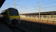 Stilstaande trein met 50 mensen aan boord wordt gesleept naar Luik