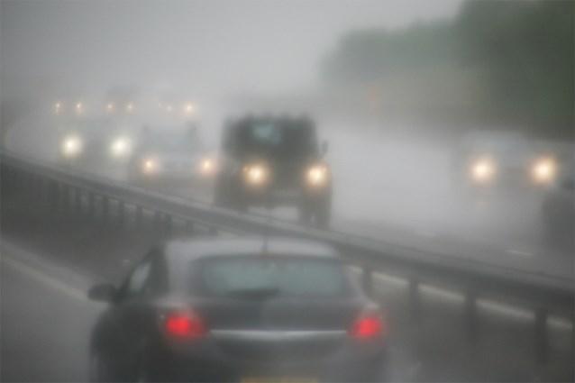 Opgelet op de weg: KMI waarschuwt voor gladheid en aanvriezende mist