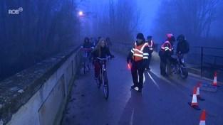 VIDEO. Politie Diest controleert verlichting 250 (brom)fietsers: 17 overtreders krijgen verkeersles of boete