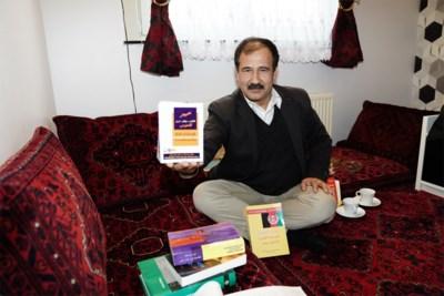 Afghaanse Gentenaar Maakte Eerste Vertalend Woordenboek Nede Het Nieuwsblad Mobile
