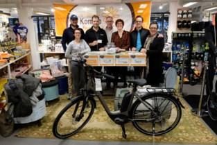 Niels Albert en Nindse Bende tegen Kanker verloten fiets