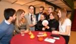 FOTO. Jonge goochelaar verbaast publiek op nieuwjaarsreceptie