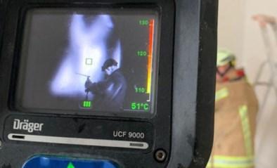 Zwangere vrouw naar ziekenhuis na brand in spouwmuur