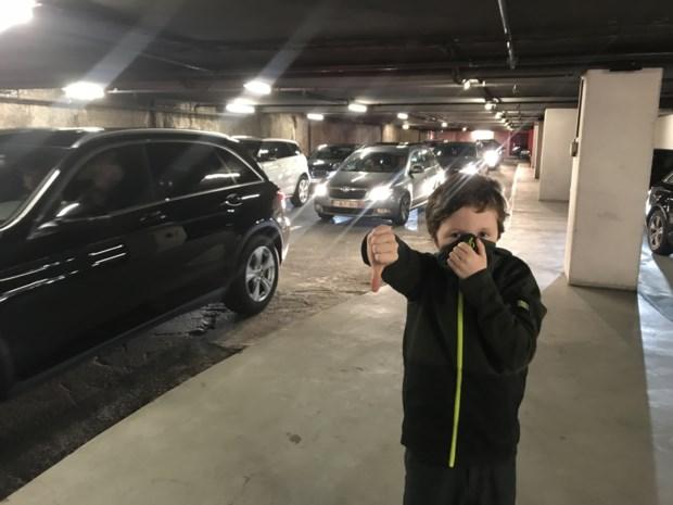 """Chaos in ondergrondse parking door technisch defect: """"In één uur amper 50 meter opgeschoven"""""""