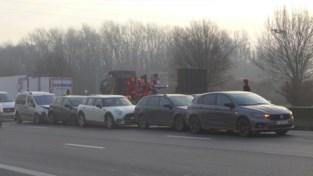 Kettingbotsing met zeven auto's en ongeval met vrachtwagen op E17