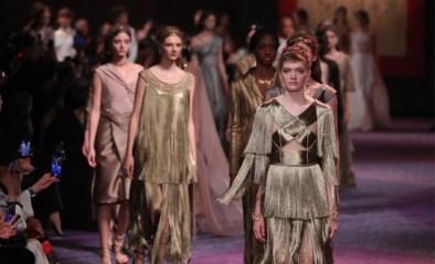 Dior stuurt sterke, mythologische vrouwen de catwalk op