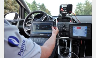 Man geklist terwijl hij nagelnieuwe Mercedes even 'test' met 139 kilometer per uur