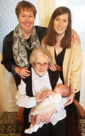 Amélie bezorgt overgrootmoeder Agnes al het achtste viergeslacht