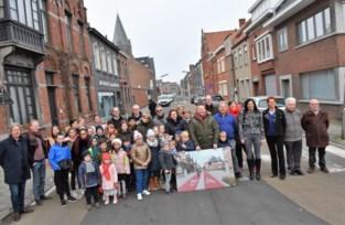 """Bewoners zijn drukke verkeer in hun straat beu en vragen zelf om er eenrichtingsverkeer te maken: """"We waren het zat"""""""