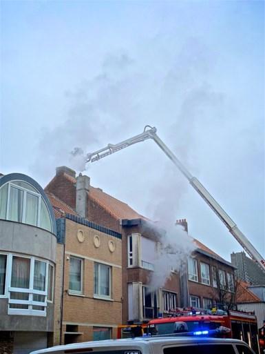 Man overleden bij zware woningbrand