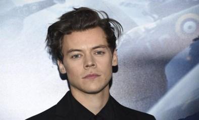 Werkt Harry Styles in Starbucks? Fans kunnen ogen niet geloven als ze bediend worden door dubbelganger