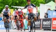Caleb Ewan bijt terug in Tour Down Under, complexe schouderbreuk voor Ben Hermans na zware val