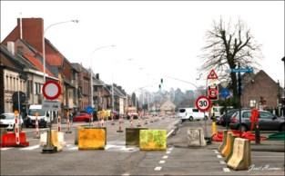 Betonblokken sluiten doortocht N70 Zeveneken nu echt af