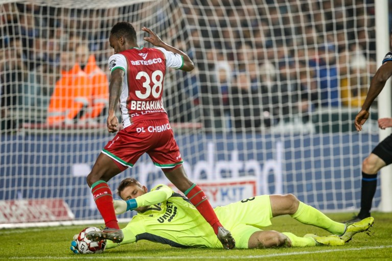 Blunder Mignolet helpt Zulte Waregem aan hoopgevend uitdoelpunt tegen Club Brugge:  Big Si voelt zich even klein