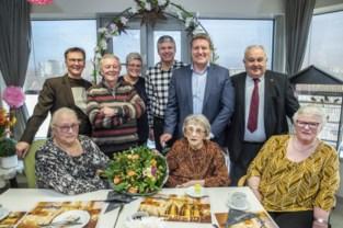 """Oudste inwoner van de stad is 104: """"Elke dag mijn aperitiefje en een Leffe"""""""