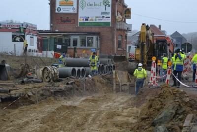 Graafkraan raakt gasleiding bij werken op Assesteenweg
