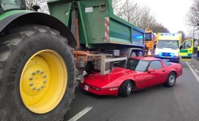 Spectaculair ongeval in Kortemark: oldtimer slipt onder tractor