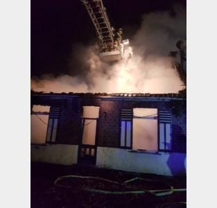Leegstaand huis brandt helemaal uit