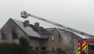 """Bewoners raken ongedeerd uit uitslaande brand in Bierbeek: """"Tegen dat vuur konden wij al niets meer doen"""""""