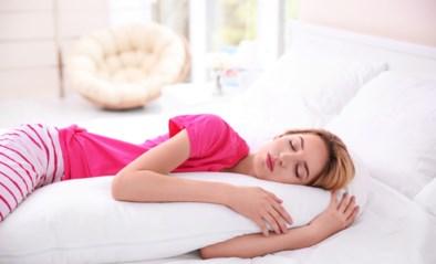 Op je buik, zij of rug? Mensen discussiëren op sociale media over beste slaaphouding