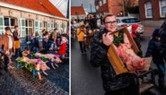 """In dit Vlaams dorp trekken kinderen elk jaar met dode varkens naar de kerk: """"Het helpt tegen de pest. Heb jij hier al pest gezien?"""""""