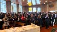 """Drieduizend mensen nemen in Zuid-Afrika afscheid van vermoorde Vlaamse pater: """"Nog nooit zoveel volk hier voor een begrafenis"""""""